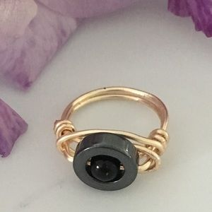 Hematite & Onyx wire wrapped ring.💗